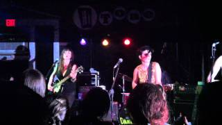 "Those Darlins, ""Waste Away"" (HiTone Cafe, Memphis, 9-17-11)"