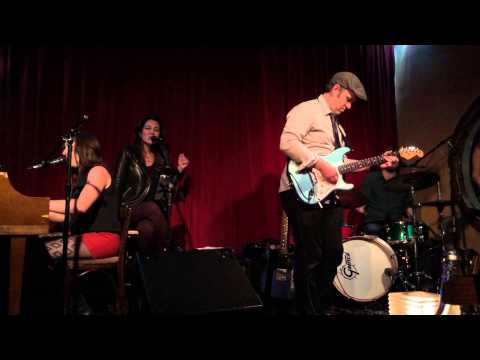 Luke Thomas performing Rock Bottom Blues with Bianco Caruso live in LA