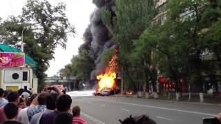В Алматы ликвидируют крупный пожар после взрыва бензовоза