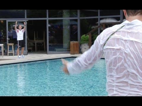 Lukas Podolski atira jornalista à piscina
