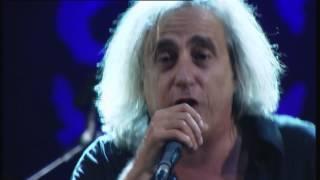 "Video thumbnail of ""Γιάννης Αγγελάκας - Δεν χωράς πουθενά / Σιγά μην κλάψω / Γιορτή LIVE @ SCHOOLWAVE 2014"""