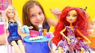 Yemek yarışması yapıyoruz. Monster High, Barbie