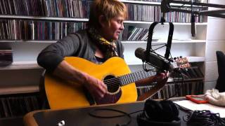 Shawn Colvin sings Chris Whitley's The Wild Country live at KSPN