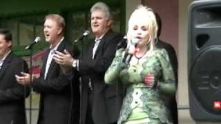 "Dolly Parton Performing ""The Seeker"" Live at Dollywood - September 2010"