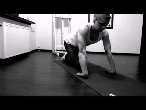 Jak zbudować mięśnie barku w domu mężczyzny