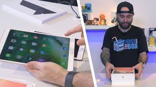 IPad Pro 10.5 (2017) + Smart Keyboard Unboxing & Hands-On Review!