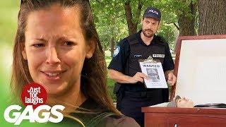 bromas La policía arresta a los muertos