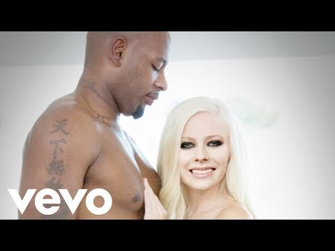 """Avril Lavigne - """"Bigger Wow"""" (Music Video)"""