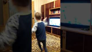 Урок танцев от младшего братишки😂😂😂😂😂😂