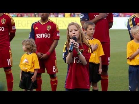 Tämä 11-vuotias tyttö laulaa ihon kananlihalle