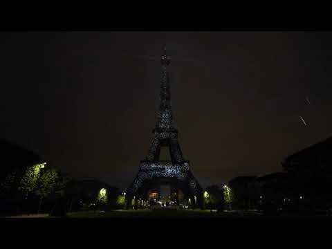 Musique publicité Toyota La tour Eiffel illuminée par de l'hydrogène vert    Juillet 2021