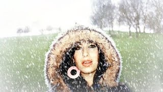 I Saw Mommy Kissing Santa Claus (Best Video) - Amy Winehouse