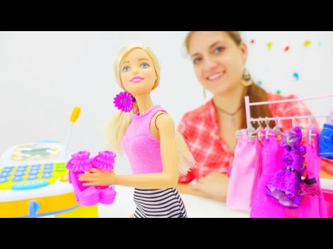 Видео для девочек. Аня и Барби идут в магазин за подарком