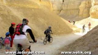 preview picture of video 'Меарат Кемах (Мучная пещера). Иудейская пустыня, Израиль.'
