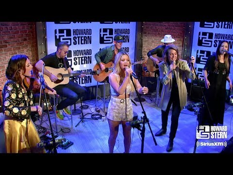 """The Highwomen Cover """"The Chain"""" in Howard Stern's Studio"""