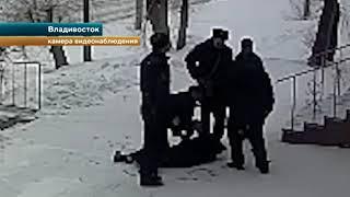 Массовая драка в кафе во Владивостоке, где посетители напали на полицейских, попала на видео
