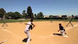 Смотреть онлайн Гений бейсбола играет сам с собой