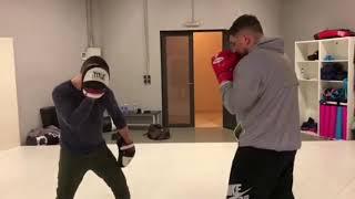 Василий Вакуленко (Баста) боксирует в зале с тренером | Прямая Инстаграция