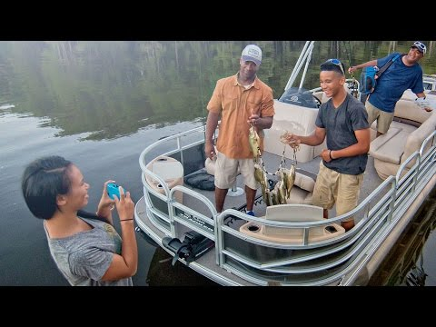 Sun Tracker Fishin' Barge 22 DLXvideo