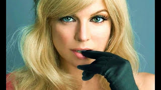 Fergie- Clumsy (Lyrics+ Sub. Español)