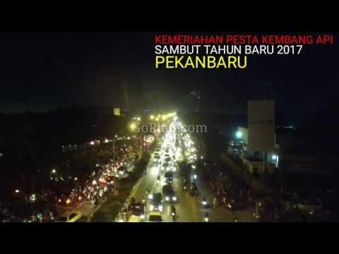 Edisi Spesial Video dari Udara: Meriahnya Pesta Kembang Api Tahun Baru 2017 di Langit Kota Pekanbaru