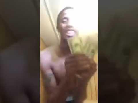 Полиция задержала наркоторговца, когда он в прямом эфире хвастался пачкой заработанных долларов (2 фото + видео)