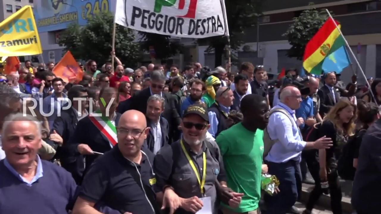 Ιταλία | 'No person is illegal'- Μαζική διαδήλωση υπέρ των μεταναστών και των προσφύγων