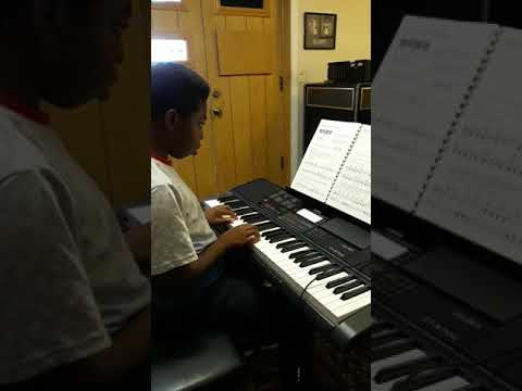 Left hand piano sight reading lesson with Deryck.