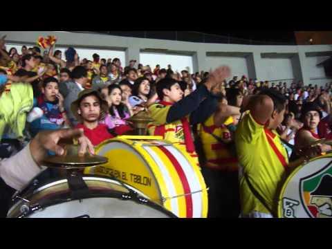 """""""Lokura 81 ( Ni la policia me va parar )"""" Barra: Locura 81 • Club: Monarcas Morelia"""