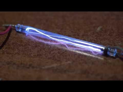 Plasma dentro un tubo allo xeno per flash