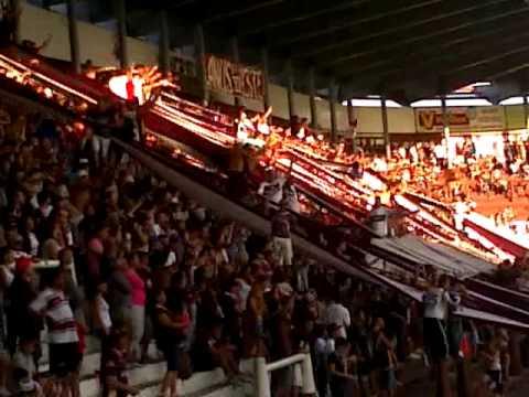 """""""LA 14 BORRACHO CON LOS VIEJOS Y LOS GUACHOS"""" Barra: La Barra 14 • Club: Lanús"""