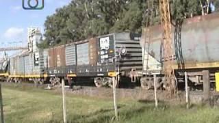 preview picture of video 'Tren granero de NCA saliendo de Dalmacio Vélez Sarsfield'