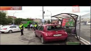 Автоледи врезалась в остановку с людьми