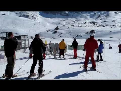 A sunny day in Les 3 Vallées (2); skiing into the Orelle Valley