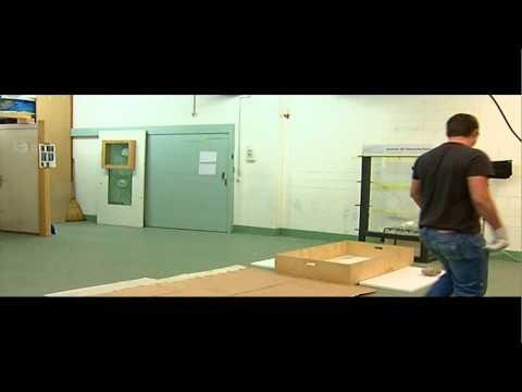 Sicherheitsfolien-Tests - Zentrum für Einbruchschutz, Bern.m4v