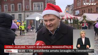 Doma laukumā tubisti ieskandina Ziemassvētkus