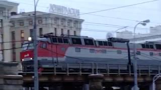 ЧС7 с пассажирским поездом
