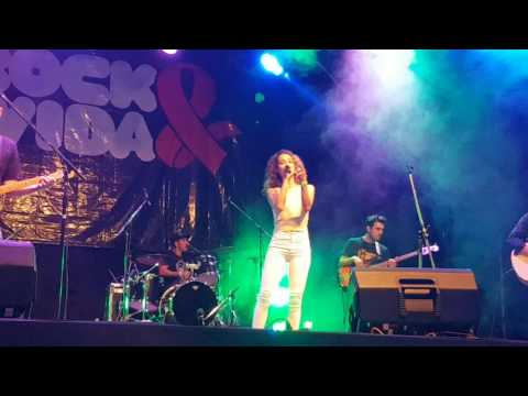 Daniela Herrero - Solo tus canciones (Rock & Vida 2016)