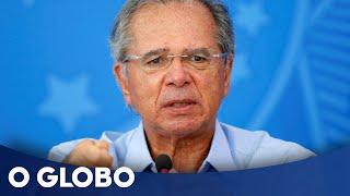 O governo vai pagar mais três parcelas do auxílio emergencial, mas elas serão pagas em apenas dois meses. As novas parcelas devem ser divididas da seguinte forma: uma de R$ 600, no fim de julho, e mais duas de R$ 300, uma no início e outra no fim de agosto, detalharam fontes da equipe econômica. A medida será feita por meio de um decreto do presidente Bolsonaro, sem passar pela Câmara dos Deputados.  ASSINE O GLOBO: http://assineoglobo.globo.com/ INSCREVA-SE NO CANAL: http://bit.ly/2BQvqB4   O SITE: https://www.oglobo.globo.com OS PODCASTS: https://oglobo.globo.com/podcast/ O FACEBOOK: https://www.facebook.com/jornaloglobo O TWITTER: https://twitter.com/jornaloglobo O INSTAGRAM: https://www.instagram.com/jornaloglobo/ AS NEWSLETTERS: https://oglobo.globo.com/newsletter/cardapio/
