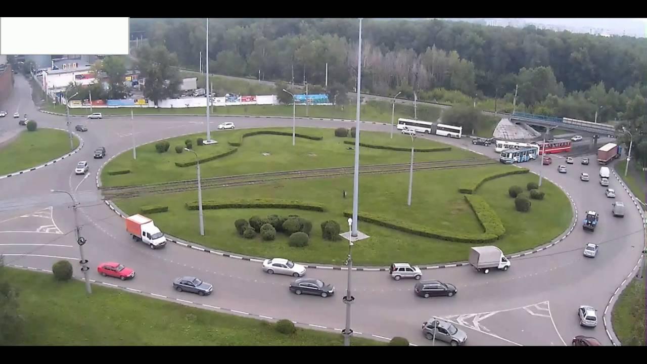 В Новокузнецке трамвай протаранил пассажирский автобус