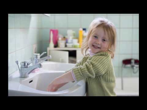 Le lavage des mains pour jeunes enfants.