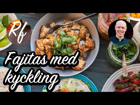 Bjud på fajitakvällmed kyckling samt förslag på tillbehör. Marinerad kycklingfiléi fajitakryddning som du kan steka eller grilla.>