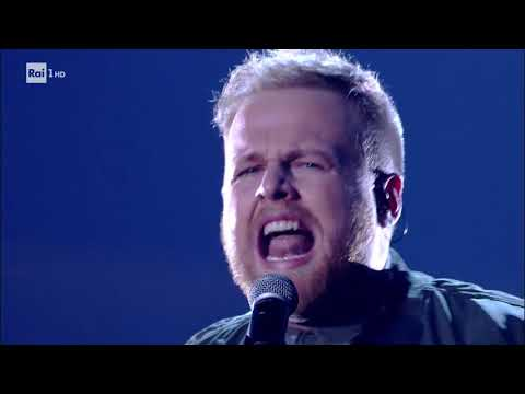"Tom Walker ""Leave A Light On"" - Che Tempo Che Fa 17/12/2017"