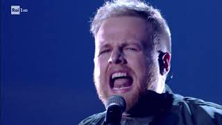 "Tom Walker ""Leave A Light On""   Che Tempo Che Fa 17122017"