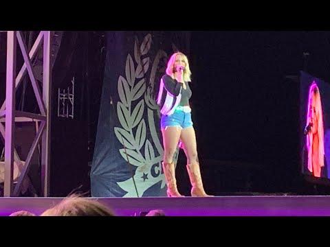 Locomotive- Miranda Lambert   LIVE Cheyenne, Wyoming