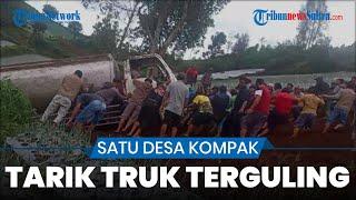 Satu Desa Kompak Rame-rame Tarik Truk Seberat 8 Ton Yang Terguling di Karanganyar Jawa Tengah