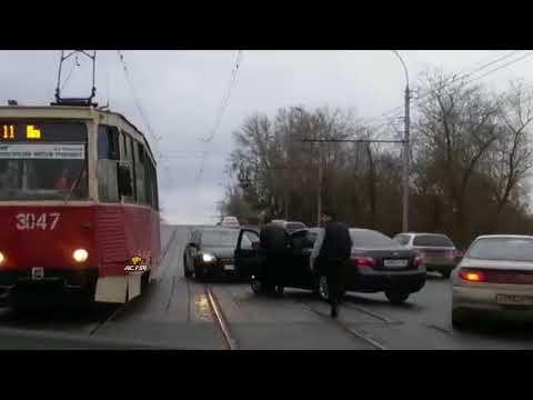 Гость с Юга напал на трамвай в Новосибирске