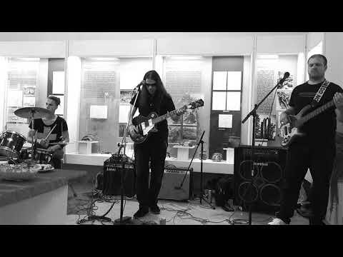 Malashnikow - MALASHNIKOW - KOUKEJ VSTÁT (Festival muzejních nocí)