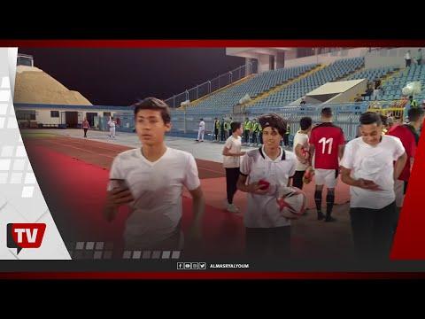 الجماهير تلتقط الصور التذكارية مع مصطفى محمد وعمار حمدي ومحمد صبحي بعد المباراة