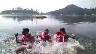 preview picture of video 'Swimming at loktak lake .....Kisan live'